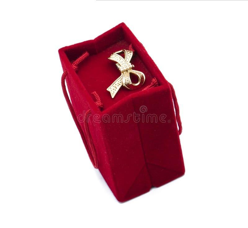 Caixa de presente vermelha de veludo fotografia de stock