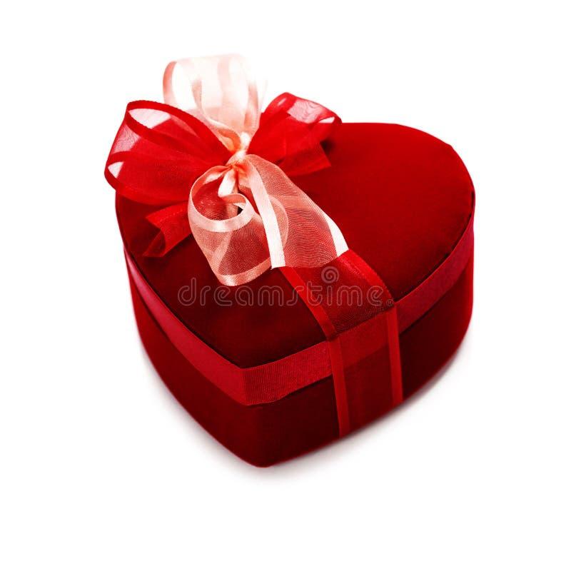 Caixa de presente vermelha do coração do amor imagens de stock royalty free