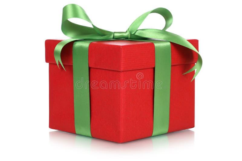 Caixa de presente vermelha para presentes no Natal, no aniversário ou no dia de Valentim foto de stock royalty free