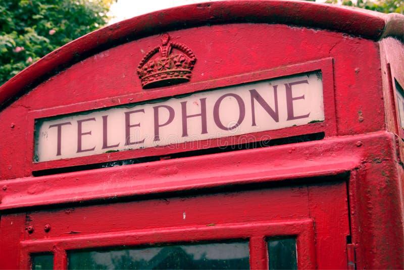 Caixa de telefone britânica vermelha icónica clássica foto de stock royalty free