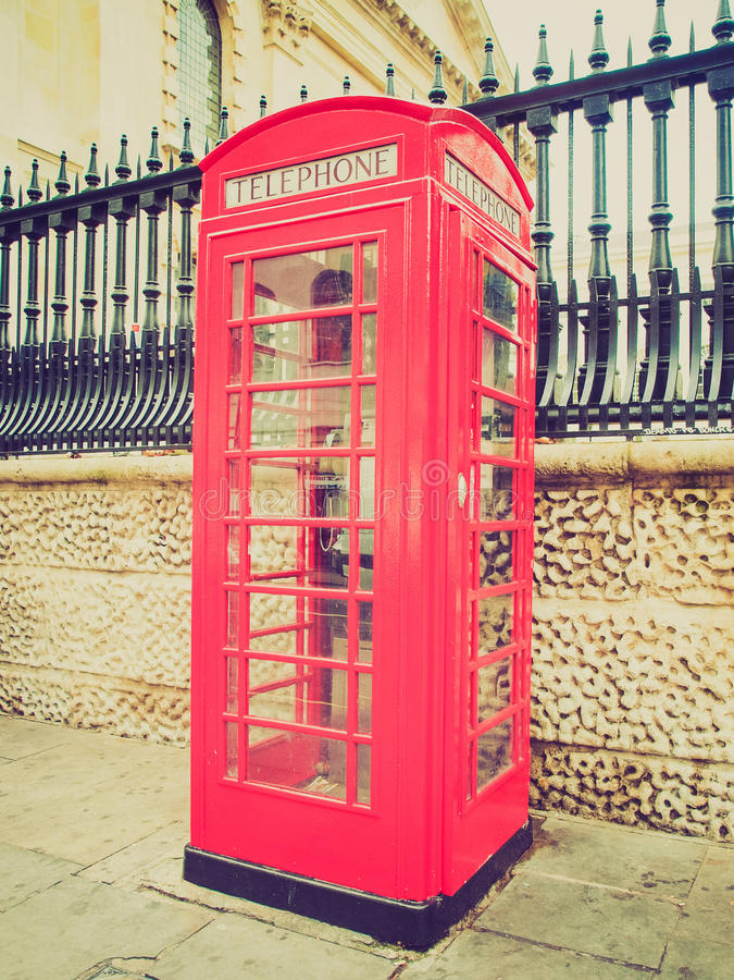 Caixa de telefone retro de Londres do olhar foto de stock royalty free