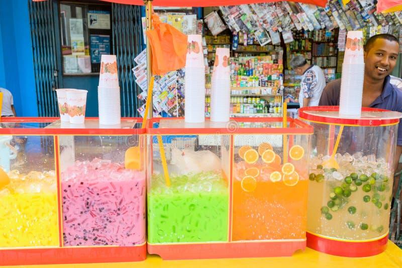 Caixa do bairro chinês de Kuala Lumpur de bebidas flavored usando o fruto imagens de stock royalty free