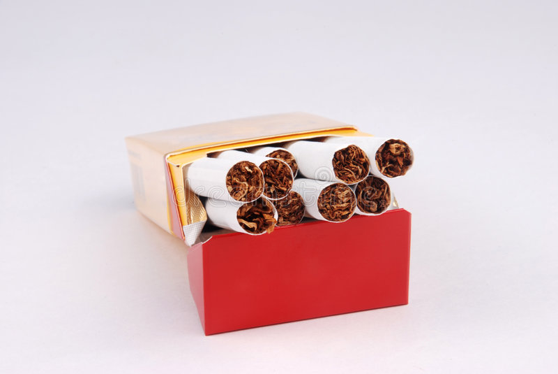 Caixa do cigarro imagem de stock royalty free