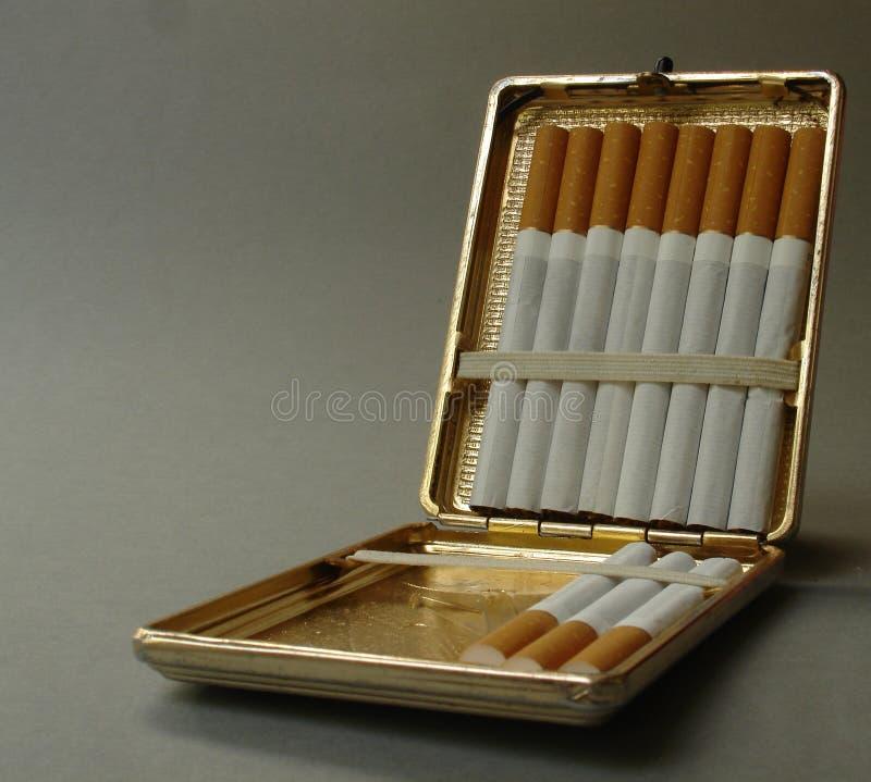 Caixa do cigarro do metal imagens de stock royalty free