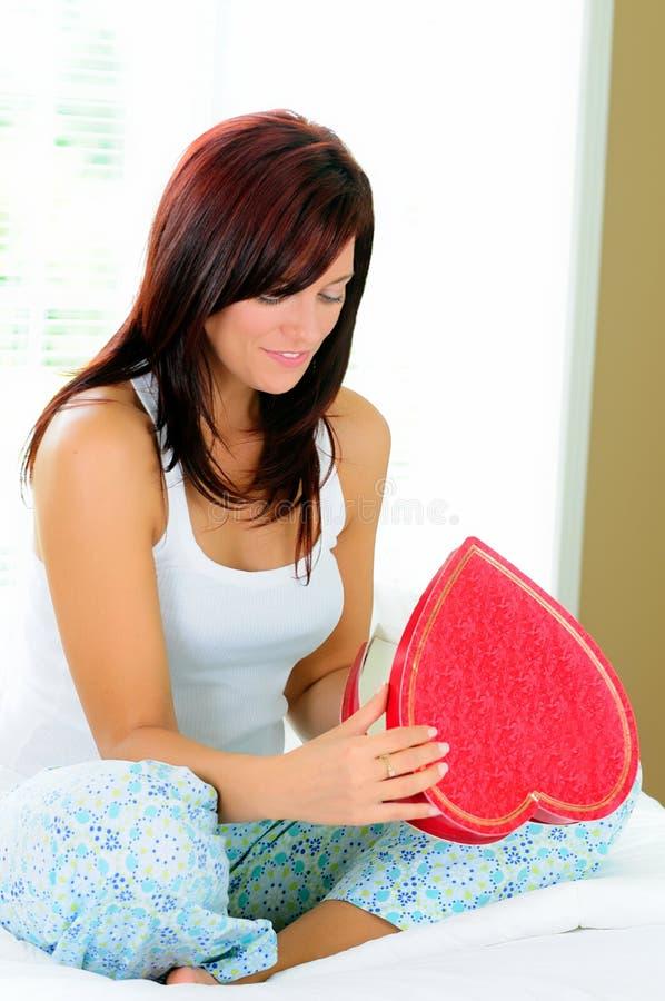 Caixa do coração dos Valentim foto de stock