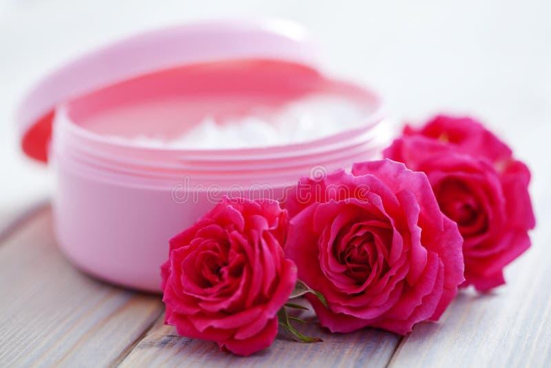 Caixa do creme de face luxuoso fotos de stock royalty free