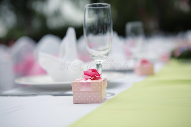 Caixa do favor do casamento fotos de stock