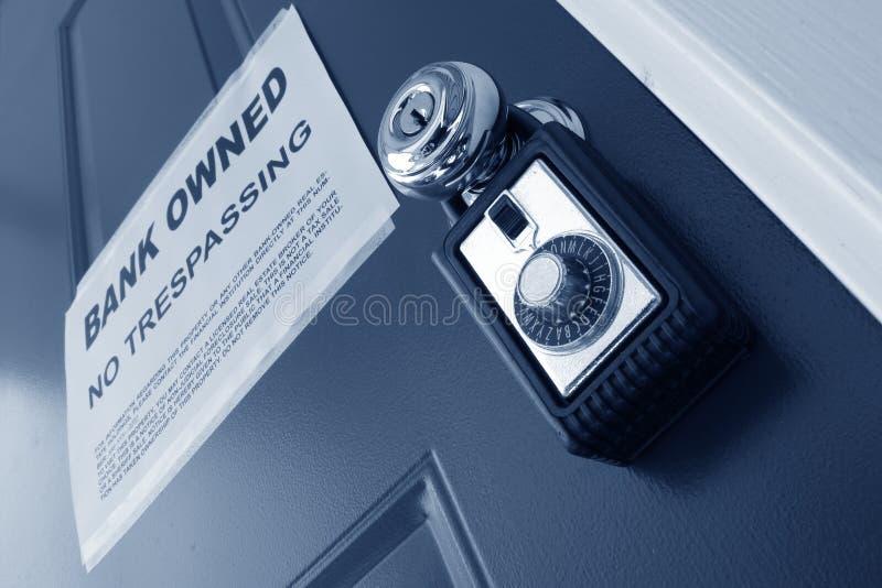 Caixa do fechamento dos bens imobiliários e observação da execução duma hipoteca foto de stock royalty free