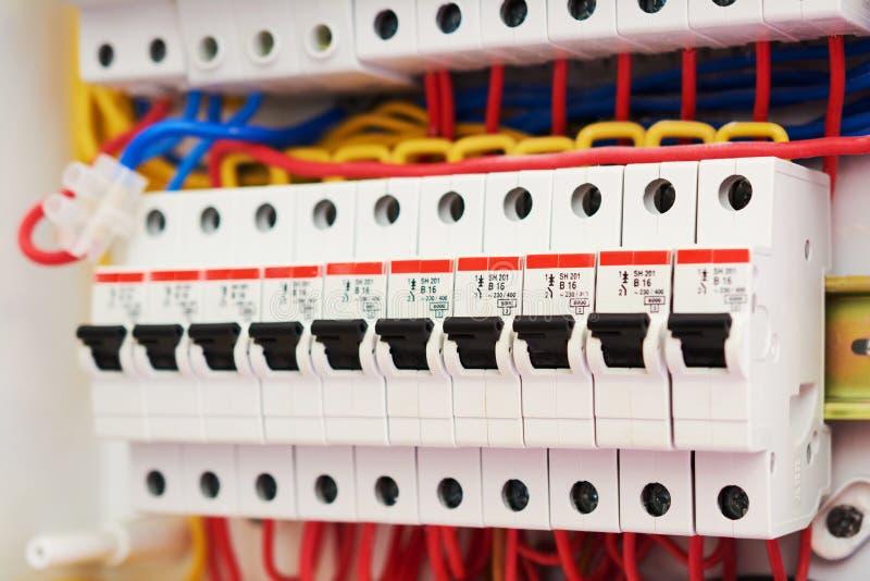 Caixa do fusível, interruptores da fonte de alimentação Painel de comando da tensão com automático elétrico Interruptores elétric imagens de stock