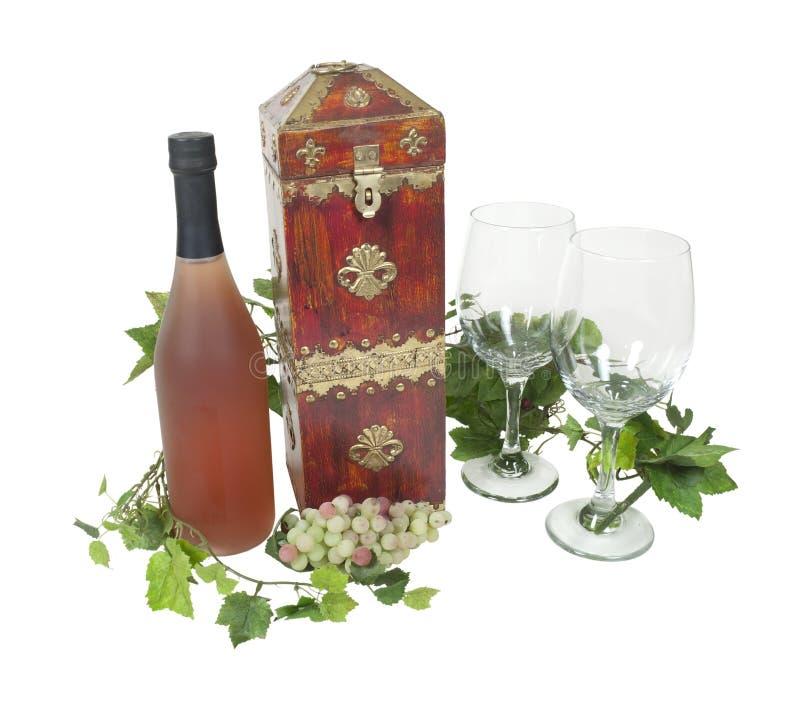 Caixa do vinho com um frasco e vidros imagem de stock