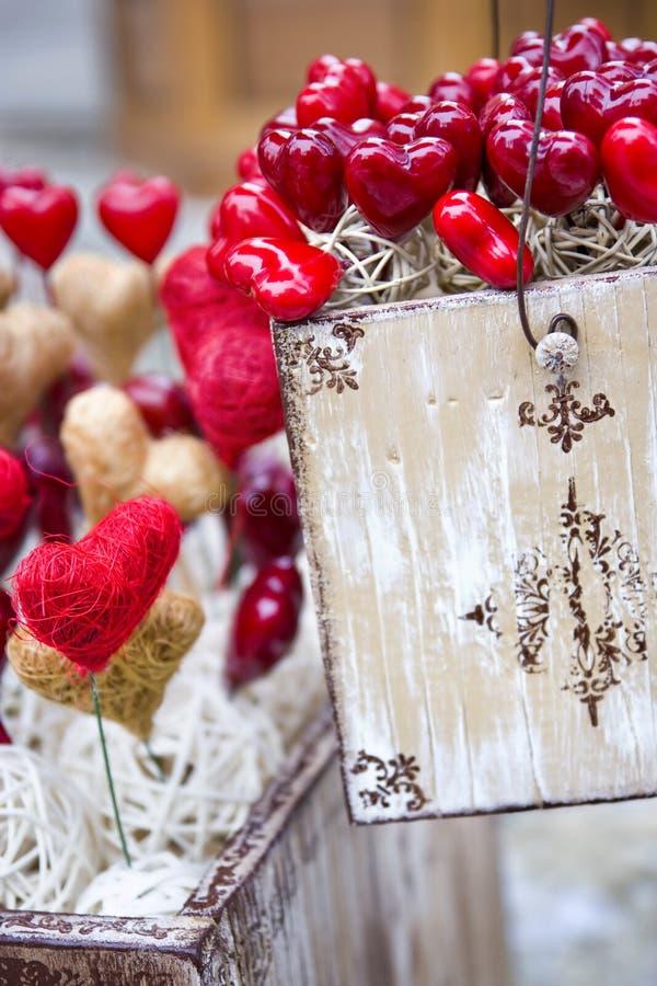 Caixa do vintage do Valentim com corações imagem de stock
