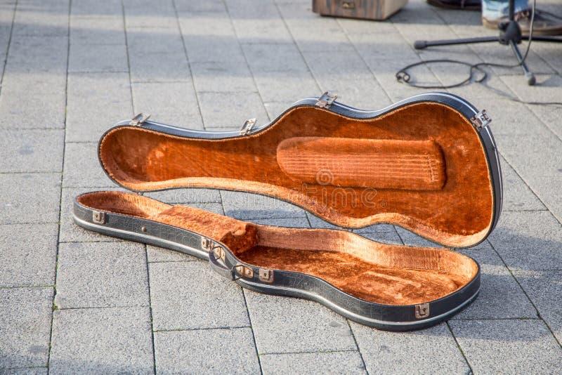 Caixa do violino, preto, aberto e vazio fotografia de stock royalty free