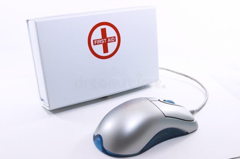 Download Caixa Dos Primeiros Socorros Que Está Acima Com Rato Imagem de Stock Editorial - Imagem de droga, cruz: 1015949