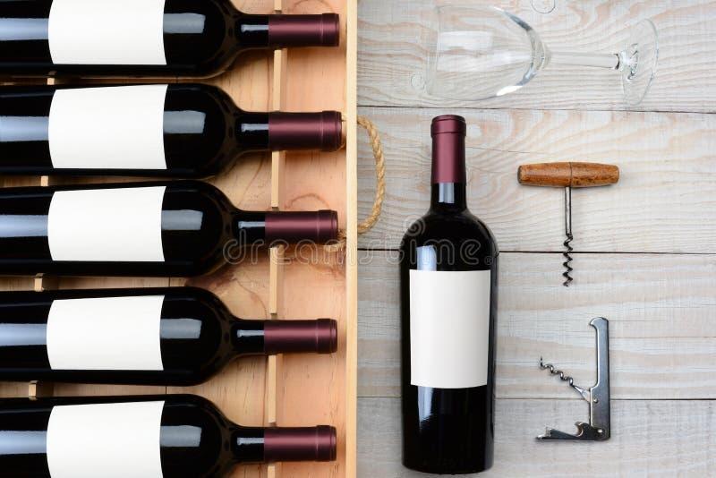 Caixa e copo de vinho da garrafa de vinho fotografia de stock