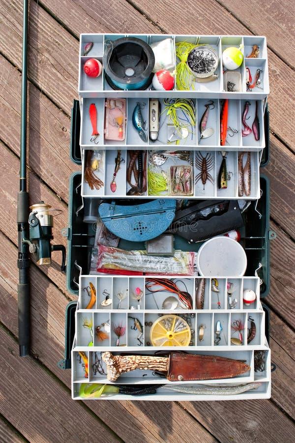 Caixa e engrenagem de equipamento da pesca imagens de stock