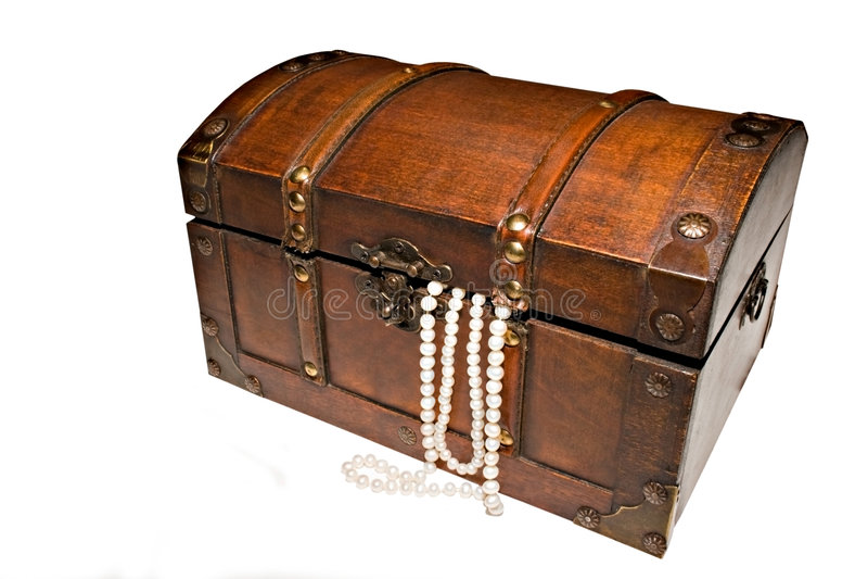 Caixa e pérolas de tesouro fotos de stock royalty free