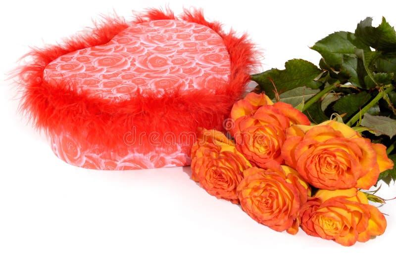 Caixa e rosas de presente foto de stock royalty free