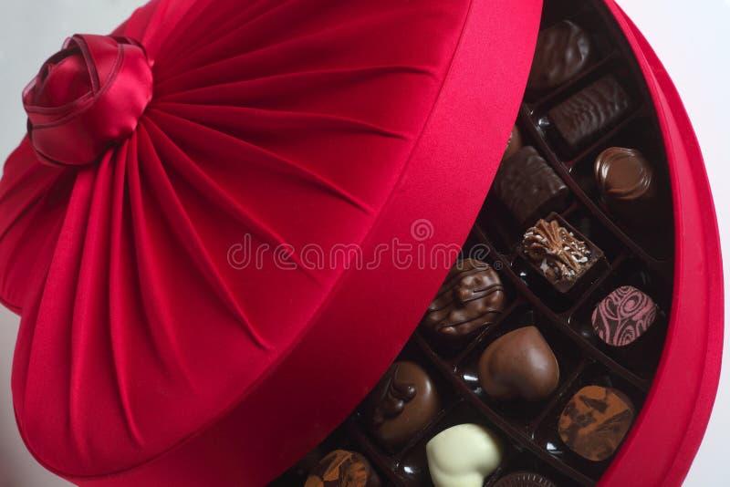 Caixa luxuosa do chocolate aberta imagem de stock
