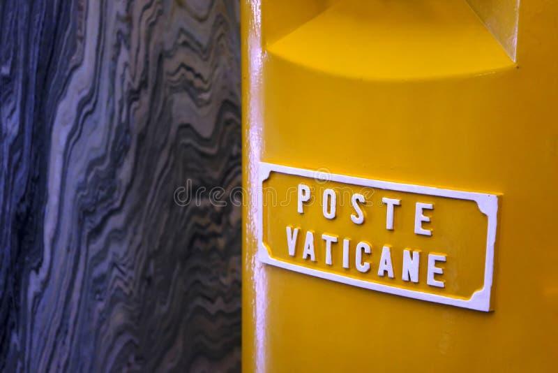 Caixa postal amarela rara brilhante imagem de stock royalty free