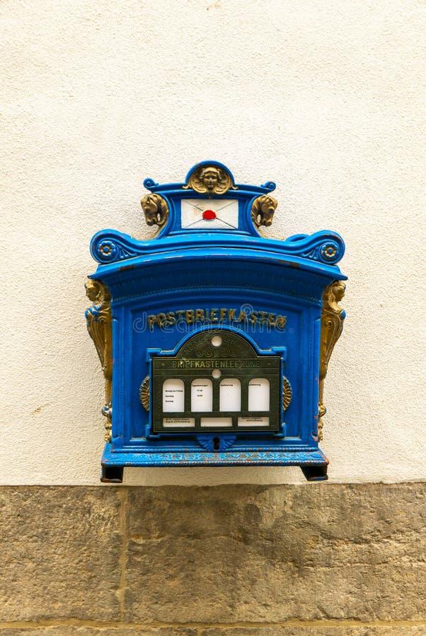 Caixa postal azul imagem de stock