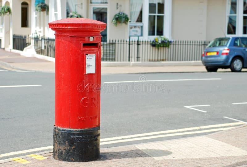 Caixa postal britânica vermelha foto de stock royalty free