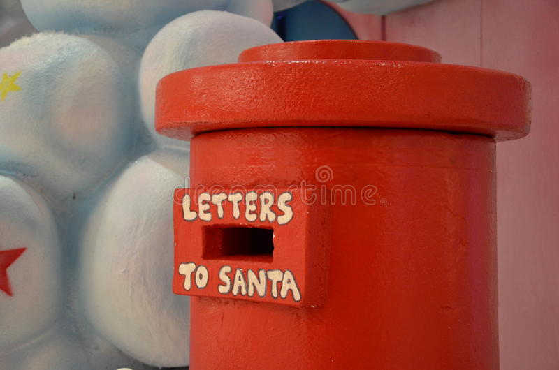 Caixa postal para letras a Papai Noel imagem de stock royalty free