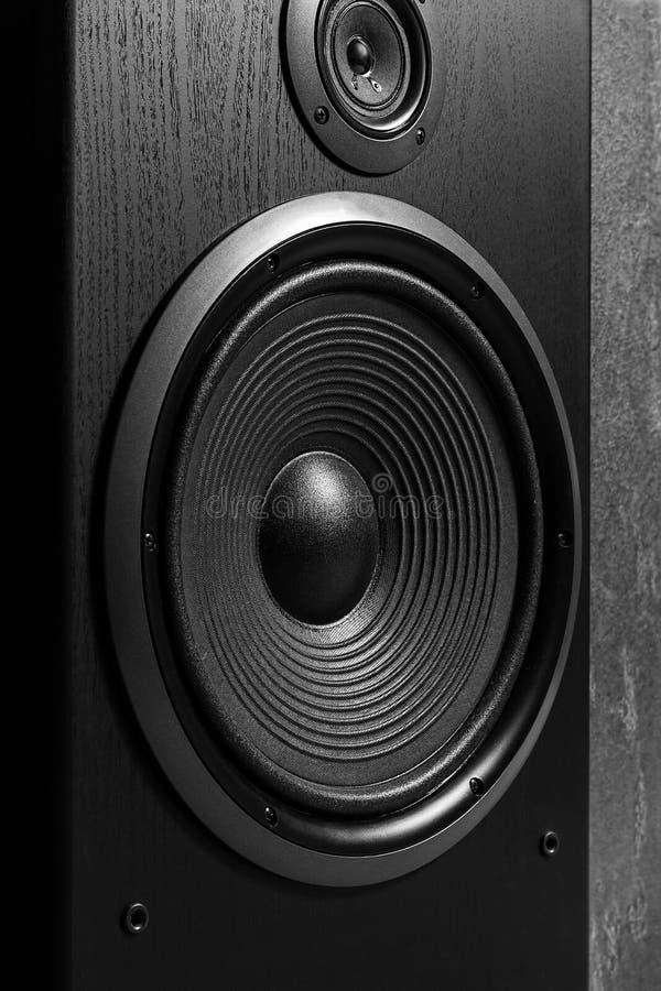 Caixa preta de alta fidelidade do orador alto no fim acima Equipamento audio profissional imagem de stock royalty free