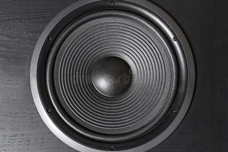 Caixa preta de alta fidelidade do orador alto no fim acima Equipamento audio profissional fotografia de stock royalty free