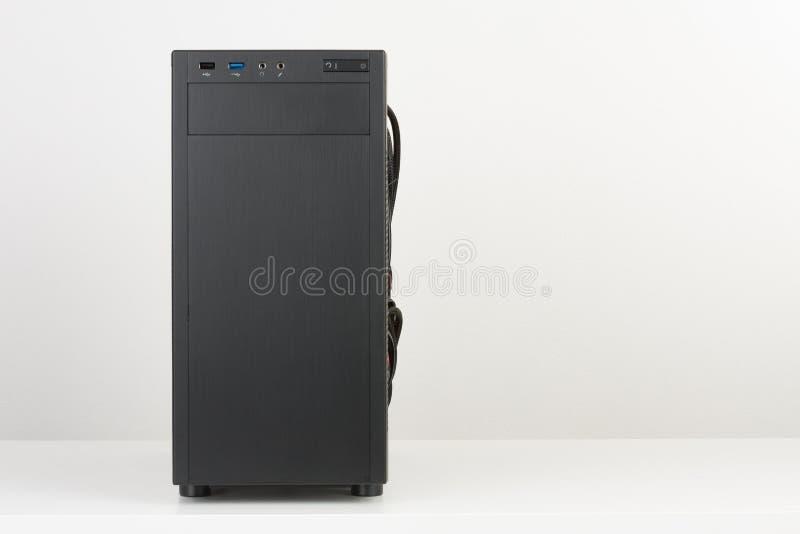 Caixa preta do computador, torre de midi para o micro cartão-matriz de ATX no whi imagens de stock