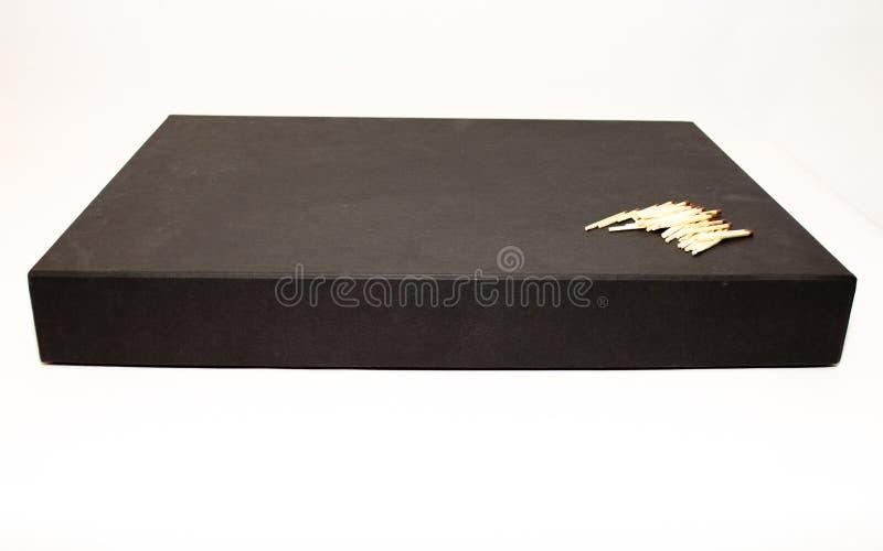 Caixa preta grande do presente do negócio com fósforos fotografia de stock
