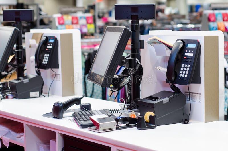 Caixa registadora na loja imagem de stock