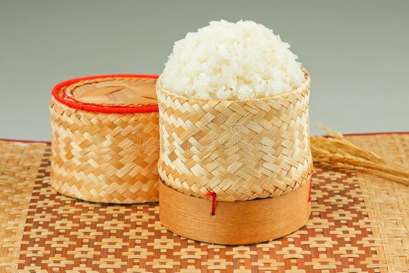 Caixa tailandesa do arroz pegajoso foto de stock