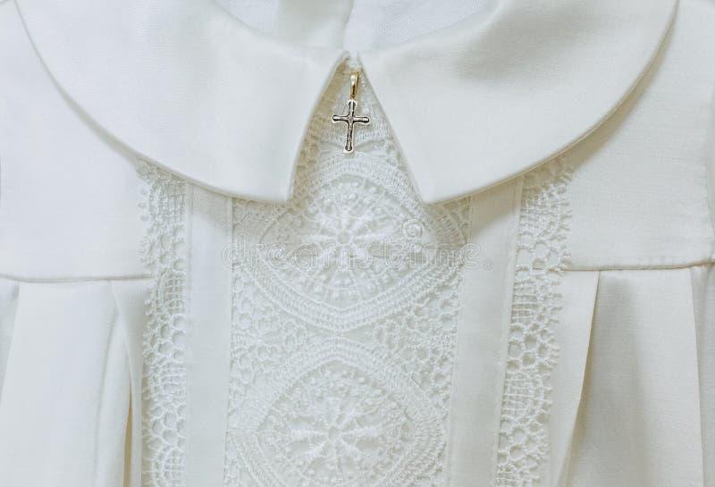 Caixa transversal do símbolo festivo branco do padre da roupa foto de stock