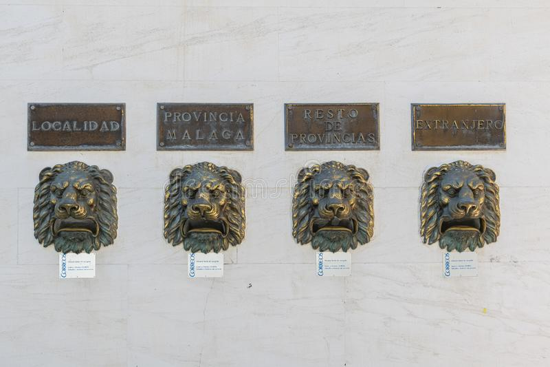 Caixas de letras de leões na parede de Fuengirola Espanha foto de stock
