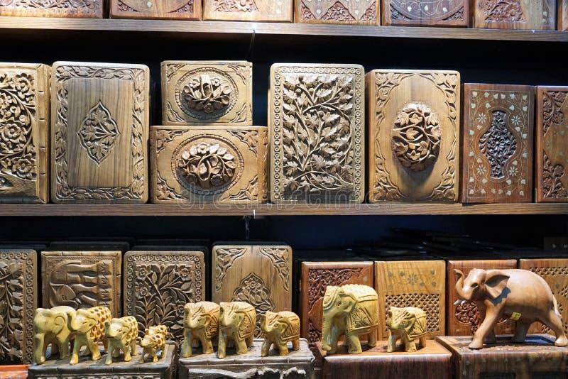 Caixas de madeira em um mercado de malaysia fotografia de stock