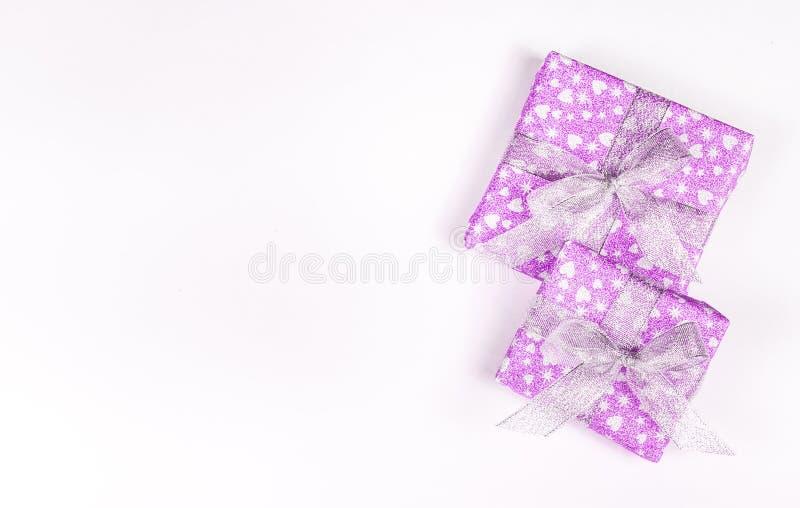 Caixas de presente de época natalícia com curvas e corações St Dia do ` s do Valentim Caixas brilhantes imagem de stock royalty free