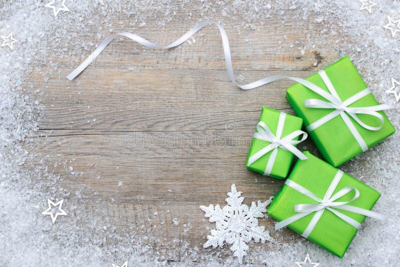 Caixas de presente com curva e flocos de neve imagem de stock royalty free
