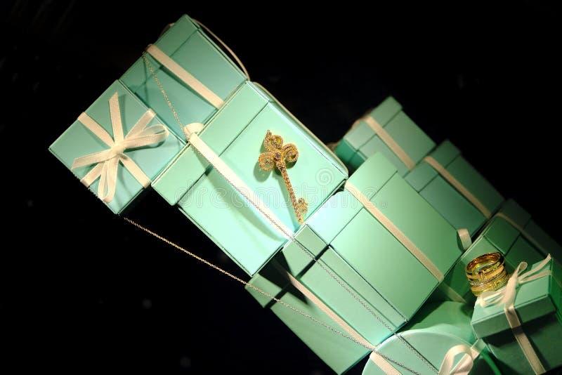 Caixas de presente da hortelã, loja luxuosa imagens de stock