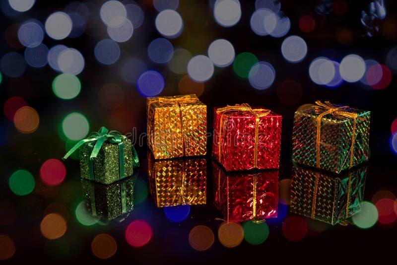 Caixas de presentes coloridas imagem de stock