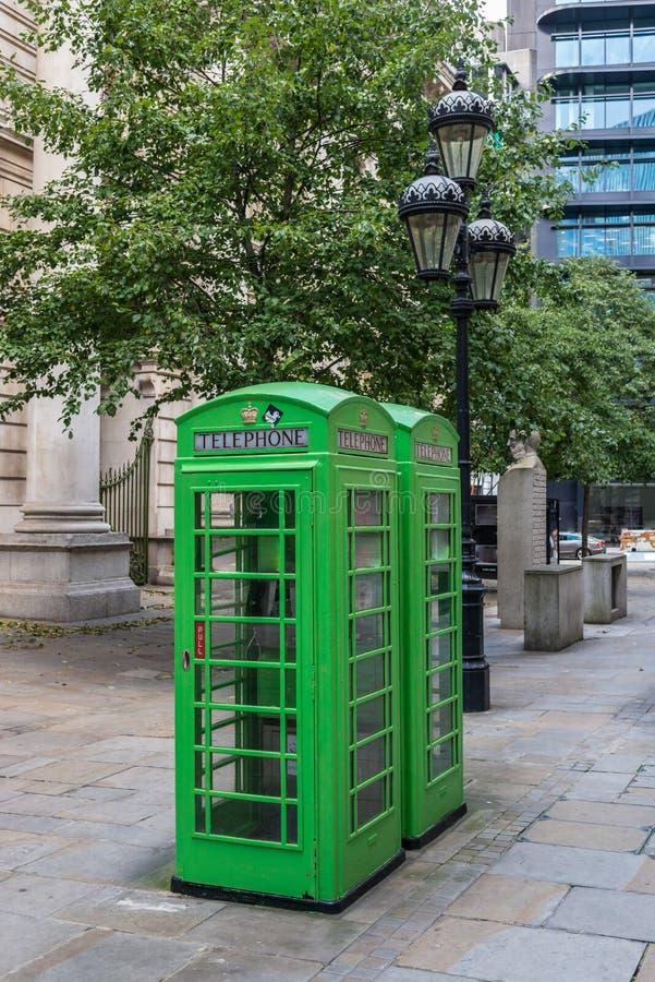 Caixas de telefone K6 verdes Londres imagem de stock