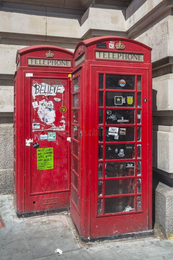 Caixas de telefone vermelhas de Londres inglaterra imagens de stock royalty free