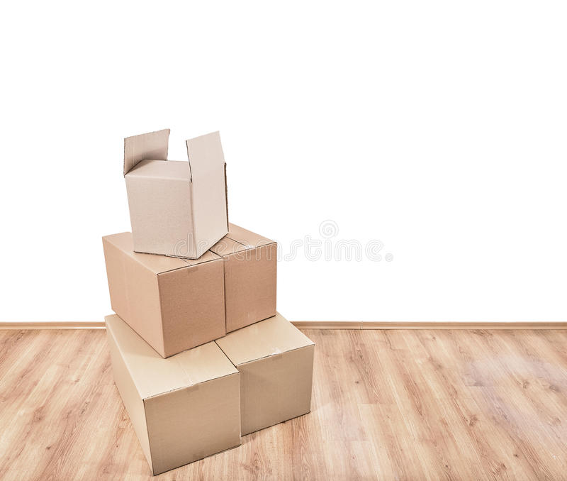 Caixas moventes no assoalho fotografia de stock