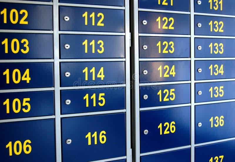 Caixas postais na estação de correios fotos de stock