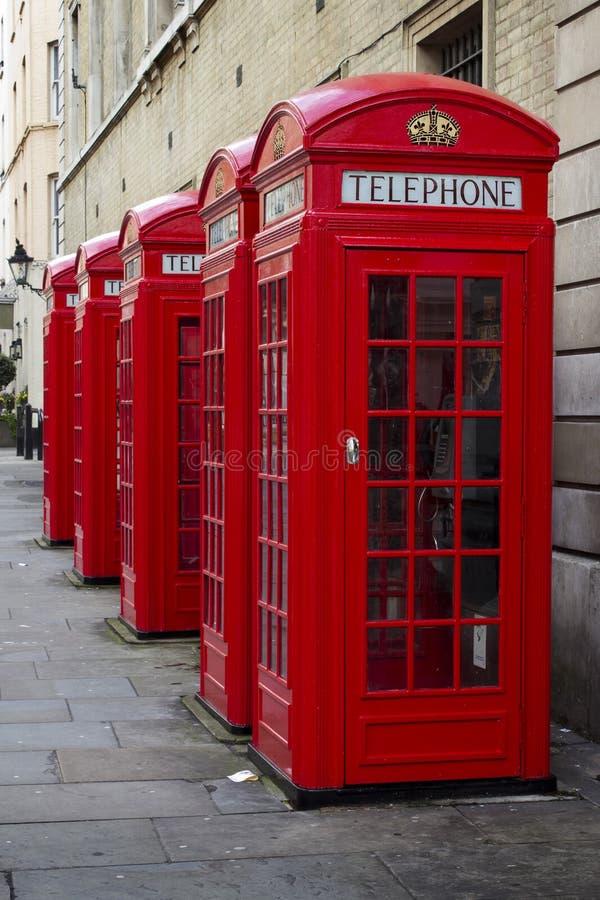 Caixas vermelhas BRITÂNICAS do telefone imagem de stock