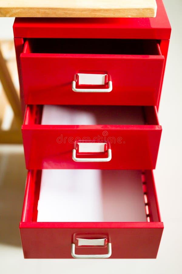 Cajón de acero rojo para los documentos fotografía de archivo