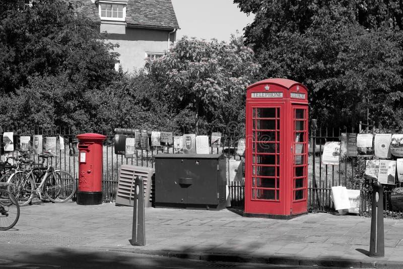 Caja británica del teléfono y caja de los posts fotos de archivo