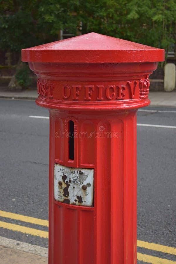 Caja clásica de los posts en Birkenhead fotos de archivo