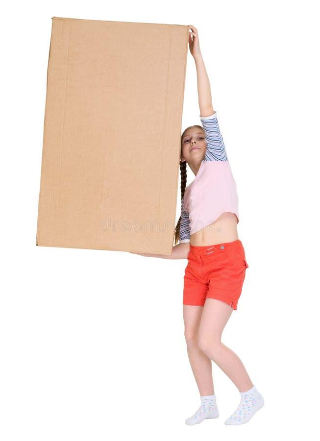 Caja de cartón pesada del asimiento de la muchacha fotos de archivo