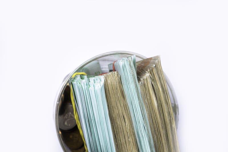 Caja de dinero del ahorro con los billetes de banco euro, centavos Billetes de banco de la unión europea fondo euro del efectivo imagenes de archivo