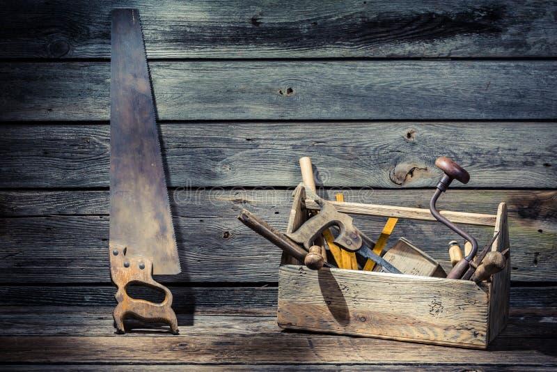 Caja de herramientas de madera de los carpinteros foto de archivo